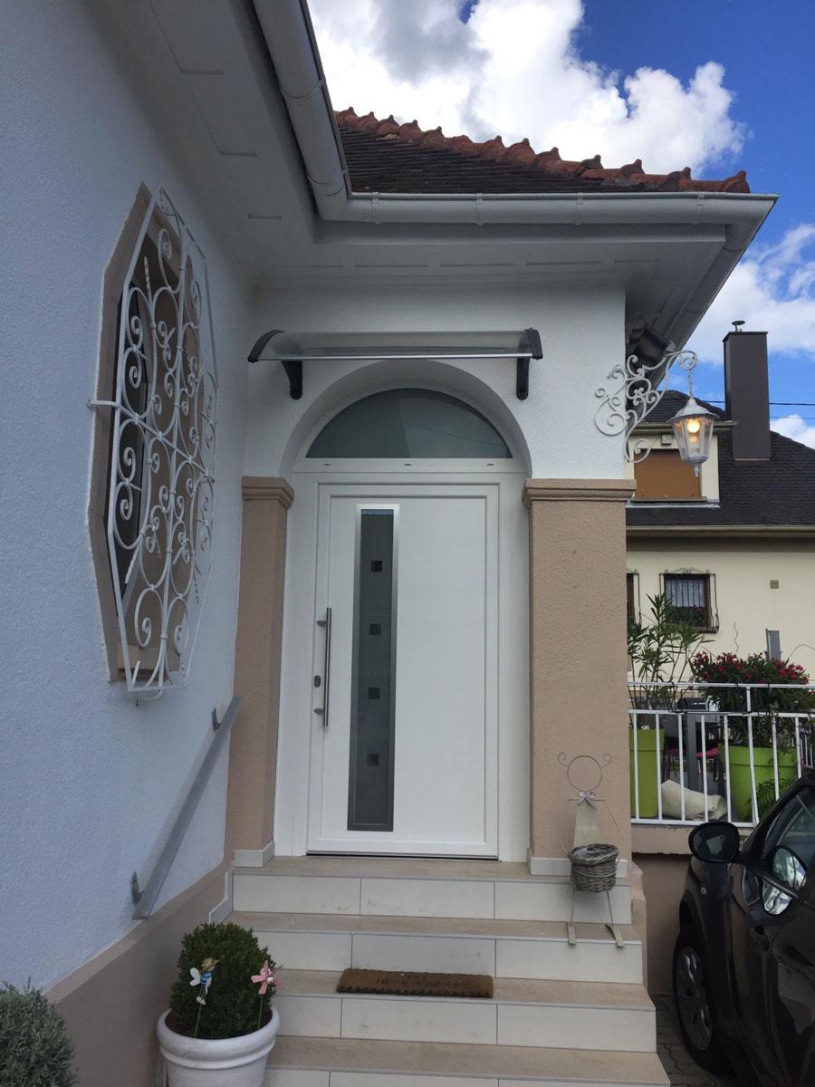Portes d 39 entr es en alsace choix et pose bois pvc for Porte vitree pvc